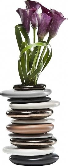 Taki wazon pięknie ozdobi domowe wnętrze