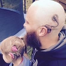Tata 6-letniej dziewczynki zrobił sobie tatuaż by nie czuła się inna! WIĘCEJ PO KLIKNIĘCIU W OBRAZEK.
