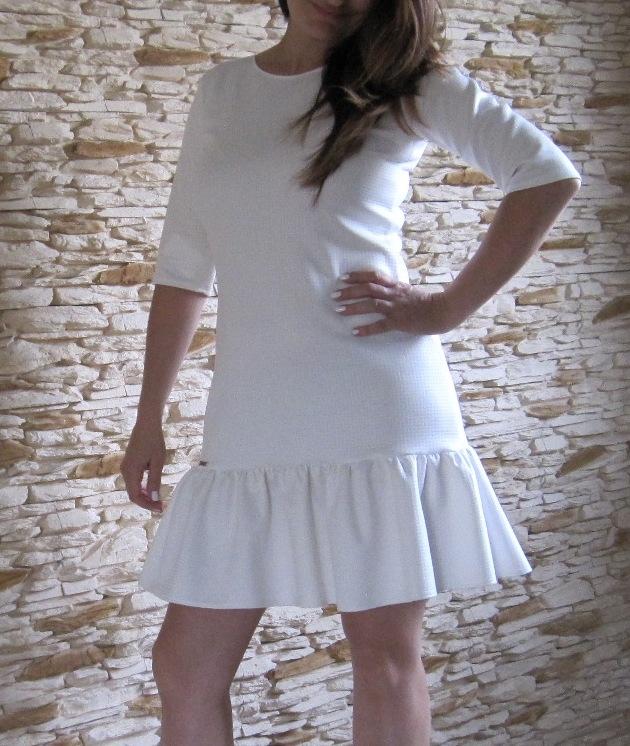 Sukienka wykończona falbaną, rękaw 3/4-rozmiar XS lub S,  kontakt: mewa791@wp.pl