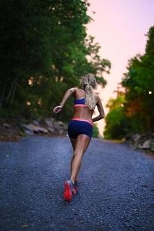 Dzisiaj bieganie na stadionie, już nie mogę się doczekać ^^ Przed tym wykonam jeszcze jakiś trening :D A Wy co ćwiczycie ?
