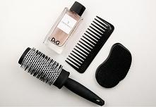 Moim kobiecym trikiem na pachnące włosy. Wystarczy spryskać szczotkę perfumam...