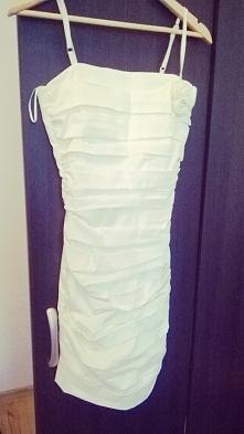 Śliczna, biała sukienka na ramiączkach