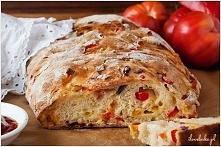 CHLEBEK PIZZA  SKŁADNIKI NA CIASTO:  3 1/3 szklanki mąki pszennej 2 łyżeczki ...