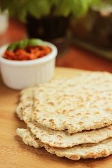 Składniki  półtorej szklanki mąki pszennej (200g) łyżeczka proszku do pieczenia (5g) 6 łyżek jogurtu greckiego (150g) łyżeczka soli łyżeczka ziół...  link po kliknięciu na zdjęc...