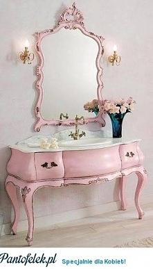 Różowa toaletka z kranem