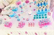 Fuksjowo-niebieski słodki bufet