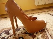 Sprzedam buty obcas 13 cm, z wycięciem na palec, zainteresowane proszę o kome...
