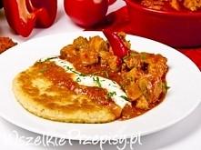 Tradycyjny placek po węgiersku      1 kg sporych ziemniaków     1cebula     1 jajko     4 łyżki mąki pszennej     2 łyżki mąki ziemniaczanej     sól, pieprz     oliwa      Farsz...