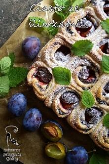 Drożdżowe ciasto ze śliwkami