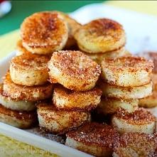Banany z cynamonem. 2 łyżki cukru 1/4 łyżki cynamonu, gałki muszkatołowej 1 łyżka oleju kokosowego Pociąć banany w plasterki. Wymieszać w miseczce cynamon, cukier i gałkę muszka...