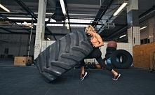 Treningi ❤️ pod nazwami crossfit czy cross-training biją w ostatnim czasie rekordy popularności.  Skąd ta moda i kto może skorzystać z efektów tego treningu?  Dowiedz się w nas...