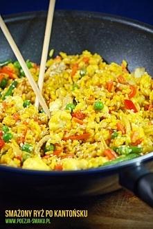 Ryż smażony po kantońsku Składniki: 2 torebki ryżu (200g) 1 łyżeczka kurkumy 3 jajka 2-3 cebulki dymki (białe i zielone części) 6 łyżek sosu sojowego 2 łyżki oleju sezamowego 2 ...