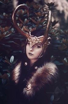 Modelka Silver Wolfie - postać Lady Loki, foto Inspire Me, strój Larva, peruk...