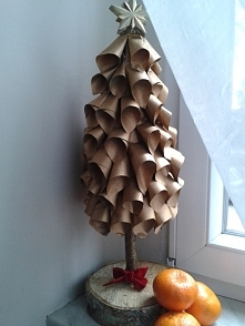 moja choinka z papieru i drewna:-)