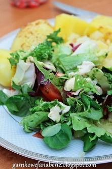 Lekka sałatka, idealna na obiad, śniadanie w pracy czy szkole
