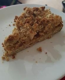 dietetyczna szarlotka ;)  kruche ciasto z otrębów, kruszonka także plus jabłk...