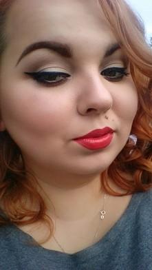 Red lipstick ;) taki wygląd o 7 rano w niedzielę ;)
