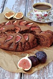 Czekoladowe ciasto ze świeżymi figami.