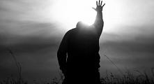 Nadzieja jest we mnie, udaje mi się ją zobaczyć, bo zaczyna wygrywać z moim cierpieniem, pokonuje to, co mnie zmienia, to nie jest jej wina, to jest moja wina, bo nie widziałem ...