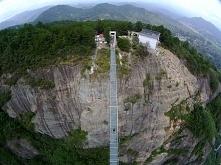 Najdłuższy na świecie szklany most - jak Wam się podoba:)? Odważylibyście się...