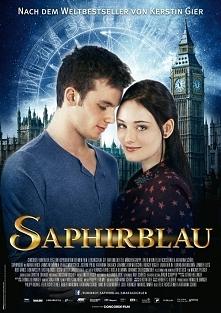 Saphirblau... Gwendolyn i Gideon zapatrzeni w siebie wrócili właśnie z początku XX wieku. Ale sprawy tylko się skomplikowały. Czy Strażnicy mają rację uznając Lucy i Paula za pr...