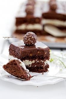Kostka Rocher Składniki na biszkopt orzechowo - czekoladowy: 8 jajek, białka ...