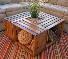 Stół ze skrzynek
