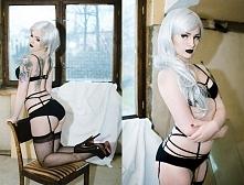 Modelka Silver Wolfie, Foto: Karolina Kryśpiak Fotografia, MuA: Marta Gondek Make Up, bielizna Fl*sh you & me