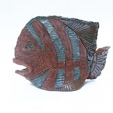Ryba Paleta to figurka do postawienia. Wykonana z czerwonej gliny, szkliwiona...