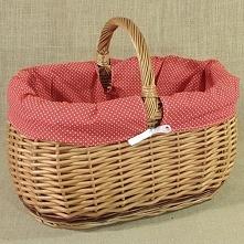 Wiklinowy kosz na zakupy z praktycznym obszyciem w kolorze czerwonym z białym...