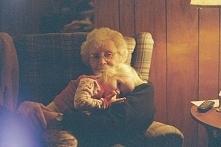 Pamiętam teraz słowa babci, która mówiła, że miłość jest wtedy, kiedy chcesz z kimś przeżywać wszystkie cztery pory roku. Kiedy chcesz z kimś uciekać przed wiosenną burzą pod os...