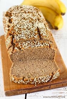 Zdrowy pyszny chlebek bananowy - bez glutenu, jajek, cukru i laktozy. Doskonały przed treningiem i jako małe co nieco gdy dopadnie Was głód! Przepis po kliknięciu w zdjęcie (man...