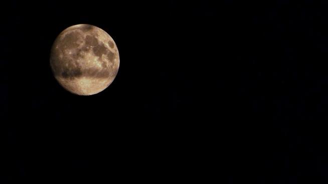 tak mi się  udało go uchwycić księżyc
