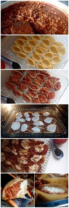 Składniki na faszerowane sosem bolońskim muszelki:      opakowanie makaronu c...