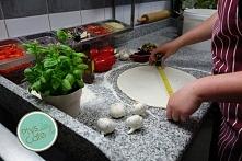 Początek tworzenia pysznej pizzy :)
