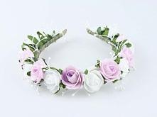 Ślubna opaska na głowę ze sztucznych kwiatów Kwiaty i dodatki utrzymane w stylu naturalnym.  Do kupienia w sklepie internetowym Madame Allure!