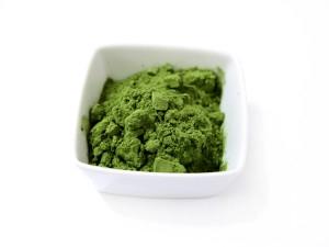 Chlorella to naturalne algi morskie. W Japonii i Chinach znana od setek lat. Do Europy dotarła dopiero w drugiej połowie XXw. Chlorella skutecznie oczyszcza organizm z toksyn i metali ciężkich oraz wspomaga profilaktykę przeciwgrypową - naturalia sunt non turpia, czyli żyj w zgodzie z naturą.