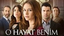 Bahar wiedzie skromne życie. Mieszka w Stambule wraz ze swoimi rodzicami adopcyjnymi Nuran i Ilyasem oraz okropną, zazdrosną siostrą Efsun. Z powodu braku pieniędzy Bahar musi p...