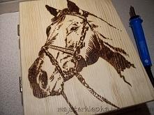Drewniana szkatułka-książka