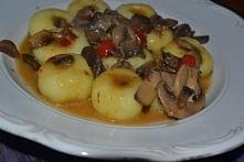 Przepis na kluski śląskie z sosem pieczarkowo paprykowym .Zapraszam ,więcej po kliknięciu w zdjęcie :)