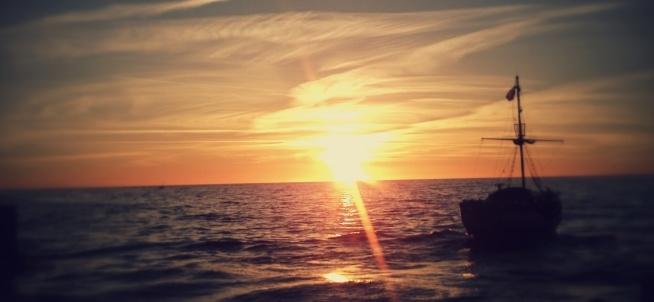 Ustka 2015 lato, fotografia z serii moje zachody słońca, kocham na nie patrzeć :)dodatkowym atutem zawsze są statki, żaglówki, ptaki..kocham, kocham, kocham.