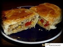 Mięsno – warzywny Francuz    Przepis Składniki na 10 sztuk: Opakowanie ciasta francuskiego (375g) 20 dag mięsa mielonego 1 mała papryka Mała puszka kukurydzy 15-18 dag pieczarek...
