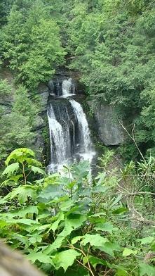 USA- jeden z najładniejszych widoków na wodospad w Bushkill Falls. Fotografia...