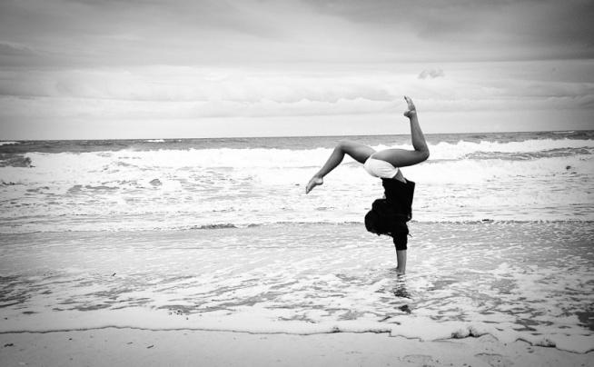ĆWICZENIA NA KRĘGOSŁUP  Kręgosłup jest osią, która utrzymuje w pionie całe nasze ciało. Kiedy zaczyna szwankować, dokuczają nam bardzo sile bóle, które mogą wyłączyć nas z funkcjonowania na kilka dobrych dni. Jednym ze sposobów uniknięcia takiej sytuacji są ćwiczenia na kręgosłup.  Poznaj ćwiczenia na kręgosłup, jak ćwiczyć oraz jak często na naszym blogu.