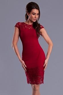 Sukienka midi z koronką.Dopasowana,świetnie podkreśla atuty kobiecej sylwetki.Oryginalny kolor jest dodatkowym plusem.
