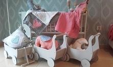 Drewniane ekologiczne wózeczki dla lalek i nie tylko...   Wymiary: dł.49 x wys.49 x szer.29 cm  Zapraszamy ! OLOKA GRUPPE