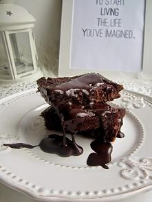 Brownie z kaszy jaglanej    Składniki na ciasto: - 3/4 szklanki kaszy jaglanej - 2 łyżki oleju kokosowego - 2 łyżki jogurtu naturalnego - 3 łyżki gorzkiego kakao - 3 łyżki miodu...