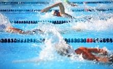 PŁYWANIE NAJZDROWSZA FORMA AKTYWNOŚCI FIZYCZNEJ  Ćwiczenia na basenie są prze...