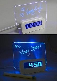 Cyfrowy zegar z podświetlan...
