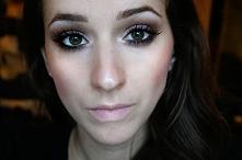 Wanilia i ciemny brąz pięknie będą się prezentować w jesiennym makijażu .